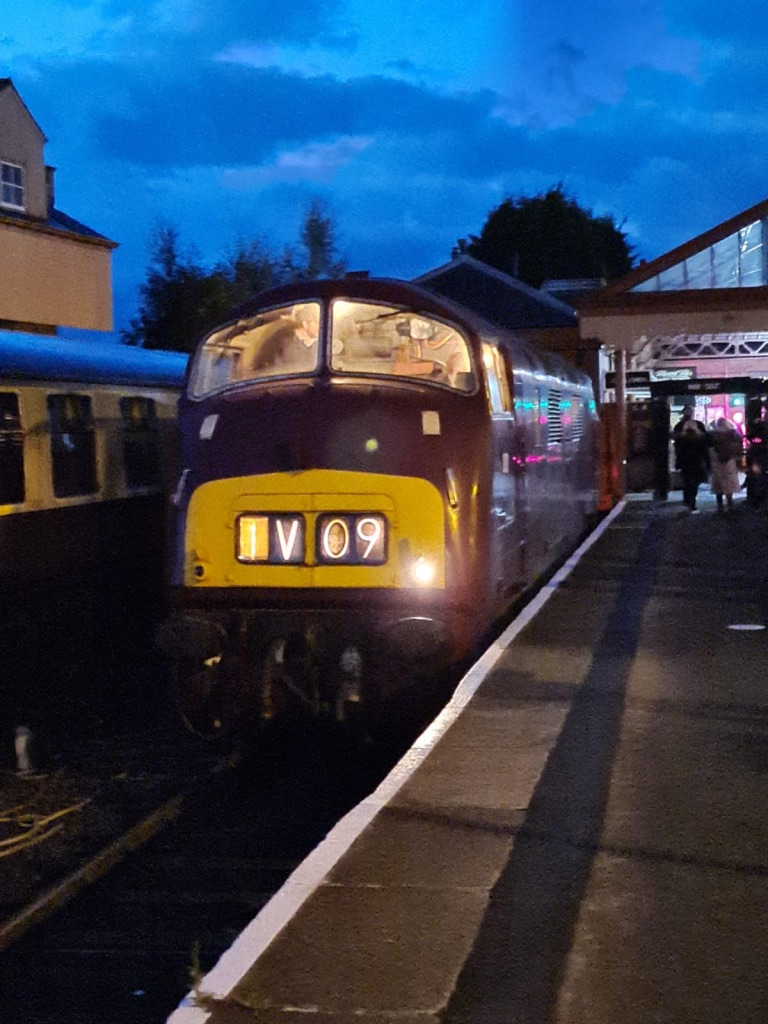 D821 at Kidderminster (Photo by Pete Hatch)